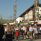 Why wear authentic Bavarian clothing at the Oktoberfest?